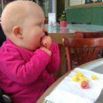 Vera aan haar lievelingseten; chips